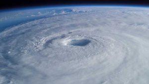 Un ouragan en formation dans l'océan Atlantique
